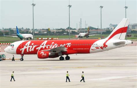 airasia jakarta call center indonesia airasia jet debris bodies found off borneo