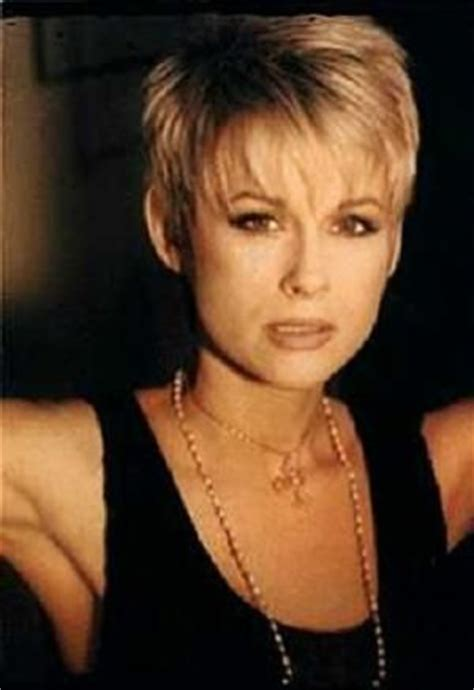 lorrie morgan hairstyles lorrie morgan short hairstyles and a cute asymetrical