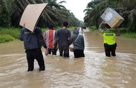 terkurung banjir  warga pekan tebih rohul