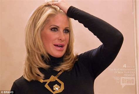 what wig does kim zolciak wear kim zolziack removes wig exposes real hair that grape
