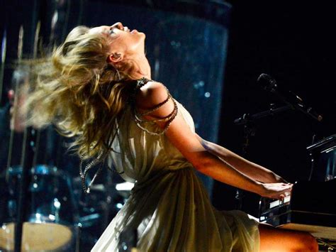 taylor swift all too well live grammys taylor swift s head banging grammy performance business