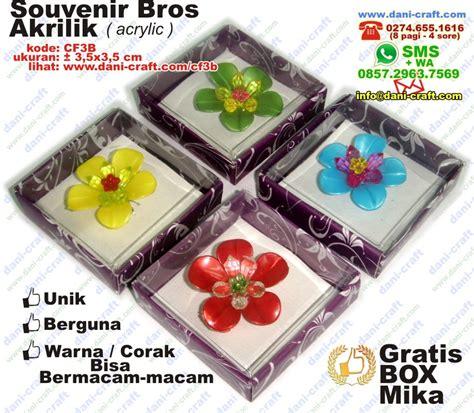 Bross Akrilik souvenir bros murah bros flanel bros akrilik acrylic souvenir pernikahan