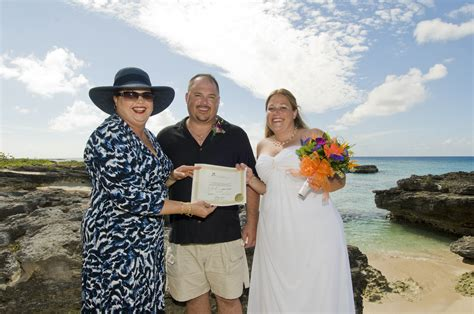 Thorne Smith Marries In Secret Ceremony by Canadians Enjoy Cayman S Secret Cove Ceremony Simply