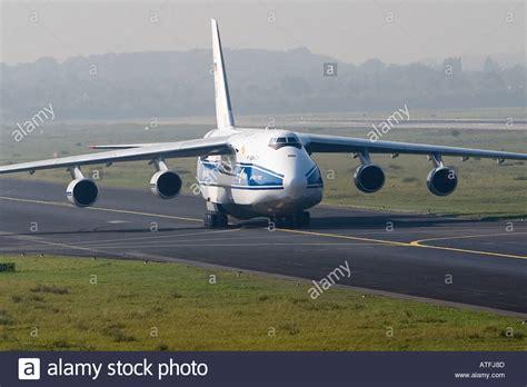 antonov an 124 russian heavy cargo plane landing transport air stock photo 5322380 alamy