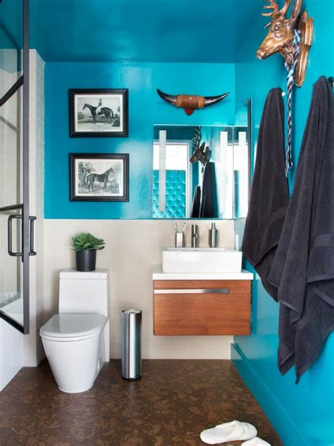 Bold Bathroom Color Ideas by 10 Paint Color Ideas For Small Bathrooms Diy Network
