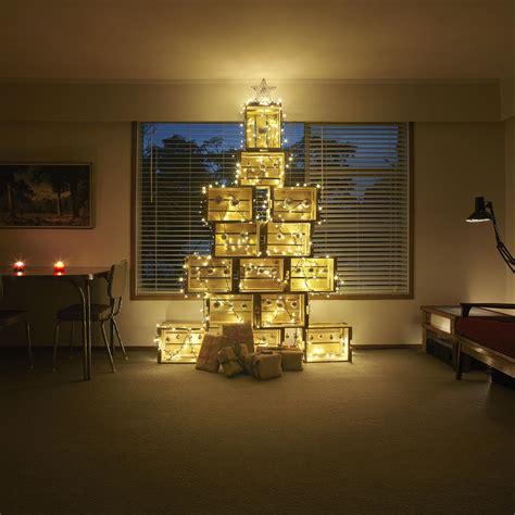 Albero Di Natale Con Cassette Frutta un albero di natale con le cassette di legno 11 idee a