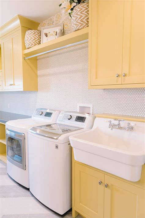 white laundry room cabinets 19 fabulous ideas how to add color to your laundry room homelovr