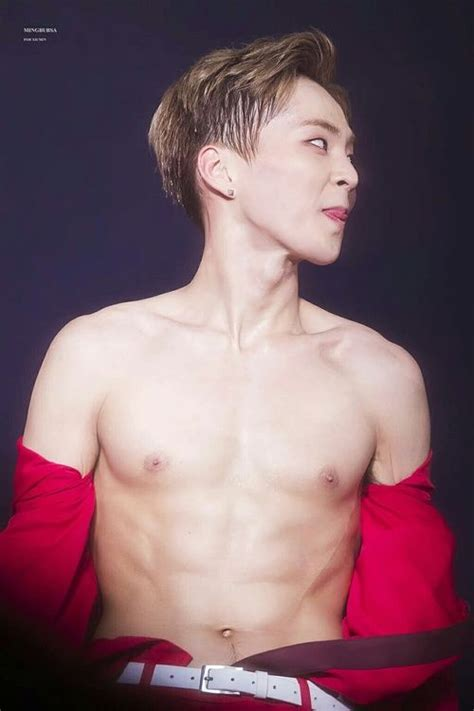 exo abs exo xiumin abs k pop korean k idol sexy men beautiful