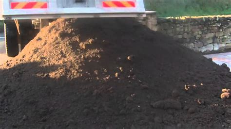 10 tons of top soil