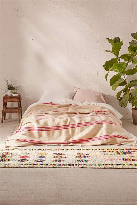 floor bedding 25 best ideas about bed on floor on pinterest floor