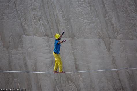 non dangerous challenges alex schulz breaks world slackline record with 610m walk