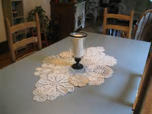weekend charm diy doily table runner