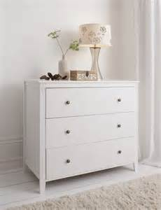 White Chest Of Drawers Chest Of Drawers In White Cotswold Bedside Cabinet