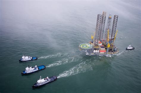 offshore drilling boats tugboats towing jackup oil drilling rig stockyard photos