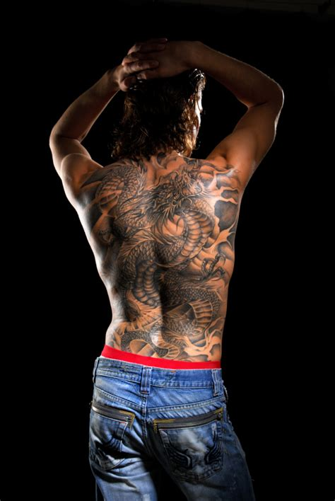 dragon tattoo at the back japanese dragon tattoo on back dragon tattoos