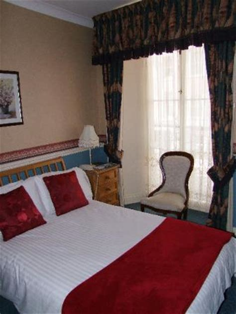 hotel chains with 2 bedroom suites called in for a beautiful breakfast because a well known