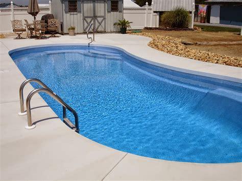pool professionals pour sidewalks   vinyl
