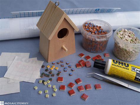 Vogelhaus Basteln Mit Kindern by Mit Kindern Ein Vogelhaus Basteln Und Dekorieren Aus Holz