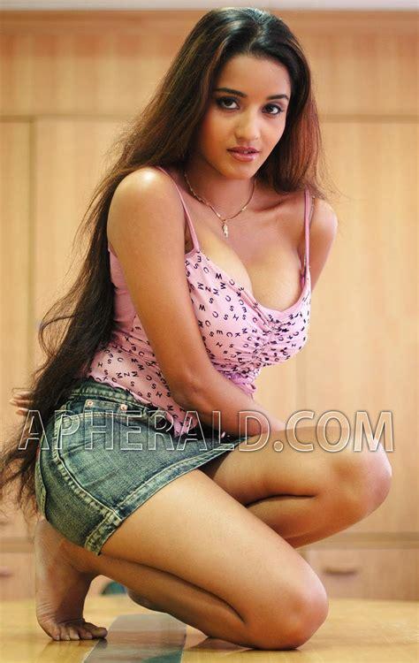 cinema 21 hot bhojpuri actress monalisa hot cleavage photos
