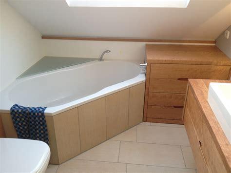 dachschräge badewanne spritzschutz badewanne dachschr 228 ge gt jevelry