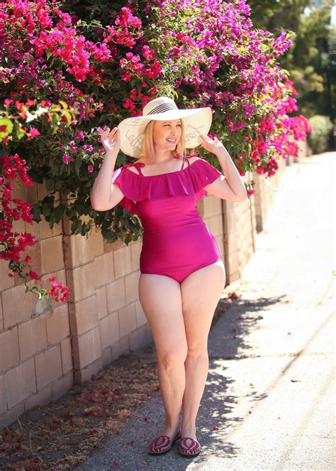 best haircut for pear shaped body the best bathing suits for a pear shaped body lipgloss