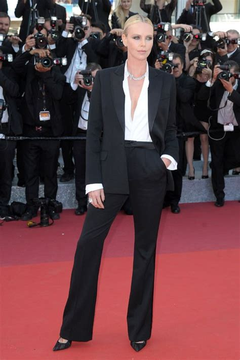 Festival Fashion Brangelina And Charlize Hit The Carpet In Venice And Deauville by 25 Best Ideas About Charlize Theron Oscars On