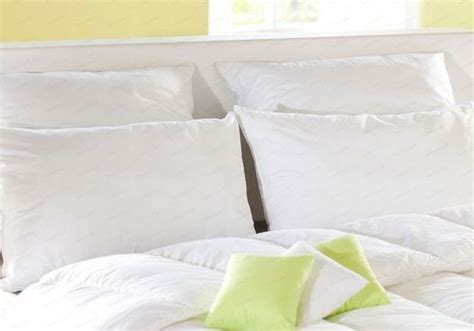 comment laver les oreillers comment nettoyer sa couette et ses oreillers on vous dit