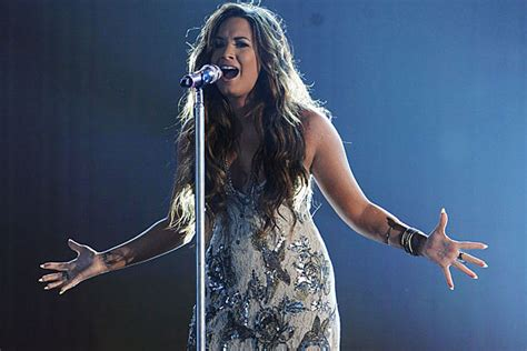 demi lovato singing skyscraper live demi lovato announces first set of fall concerts