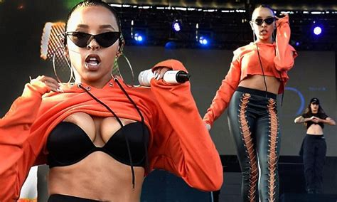 Top 20 Wardrobe Malfunctions - tinashe suffers wardrobe malfunction at billboard 100
