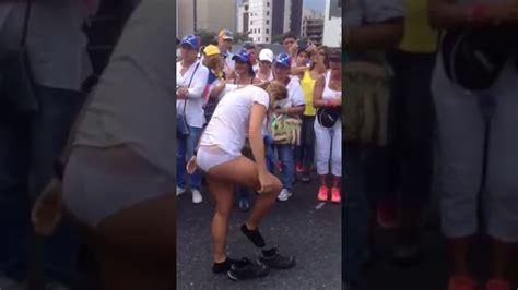 nias desnudas mujer venezolana se desnuda en protesta de las mujeres 4