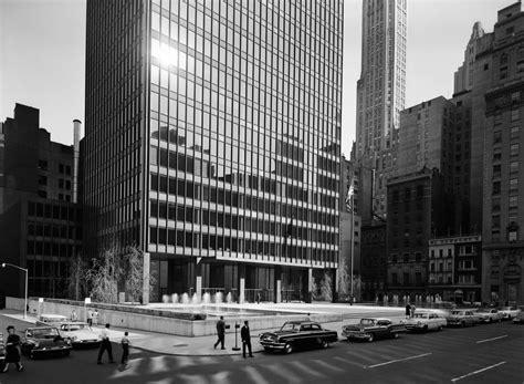 ludwig mies van der rohe the seagram building new york portfolio portfolio ezra stoller entry approach
