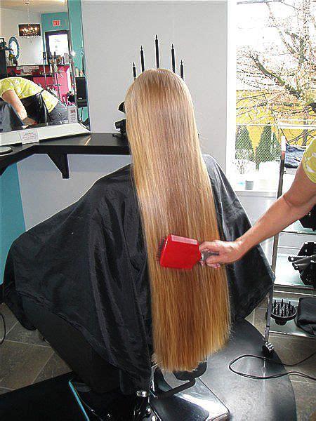 blonde ponytail cut off super long hair if she is at the hairdresser i wonder