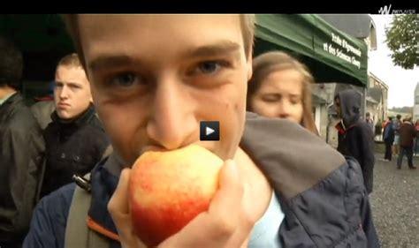 ciney les 233 l 232 ves de quentin ont croqu 233 la pomme