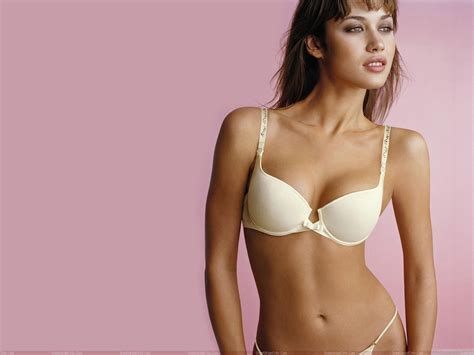 imagenes hot de olga kurylenko olga kurylenko biography wallpapers fun hungama