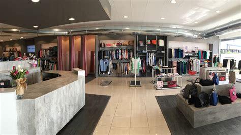 arredare negozi come arredare il negozio d abbigliamento consigli e idee