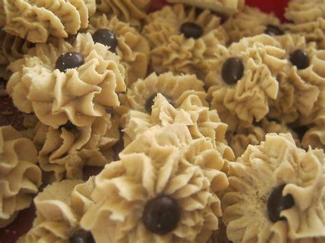 cara buat kue kering mawar resep cara membuat kue kering semprit nikmat lebaran