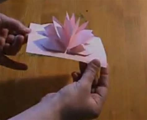 How To Make Things Pop Out On Paper - para hacer una tarjeta con forma de flor