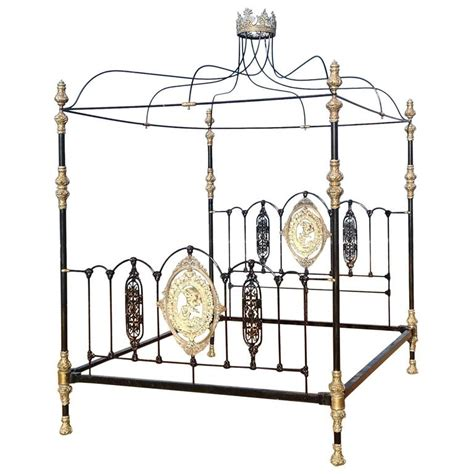 poster bed canopy four poster bed with canopy and crown m4p14 at 1stdibs