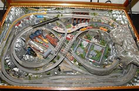 train gauge chart   Mid America Railroad Train Table in N Scale at eMotion:Pictures     Lionel