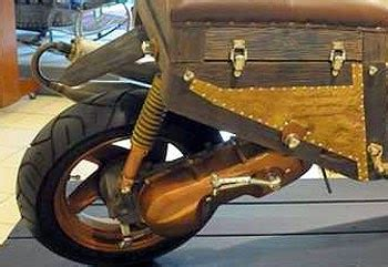 Jeroan Seniman gambar motor unik dari kayu bentuk skutik koleksi gambar