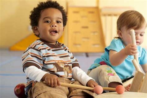 giochi da fare in casa con i bambini giochi musicali da fare a casa con i bambini mamme24 it