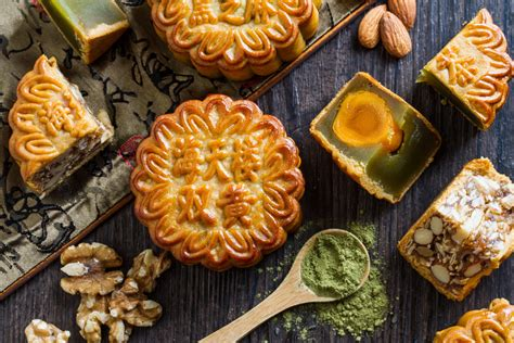 new year food mooncakes the complete mooncake guide 17 best mooncakes to try in 2016