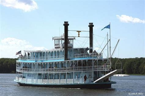 boat ride down mississippi river 22 of the best sightseeing cruises in the u s for 2016