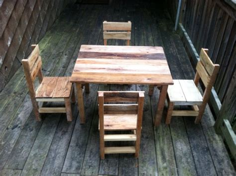 pallet made furniture for recycled things