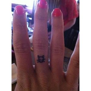 cat tattoo on finger finger tattoos page 87