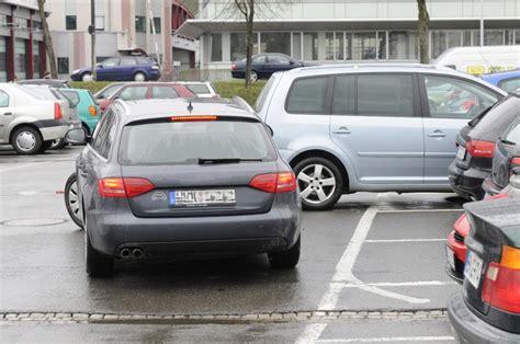 Motorrad Mobile De Mein Parkplatz Bei by Wenn Es Auf Dem Parkplatz Kracht Magazin Auto De