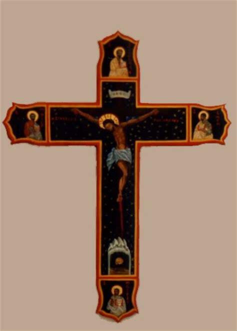 dipinti su due tavole lacatena icone croce intagliata e i simboli dei 4