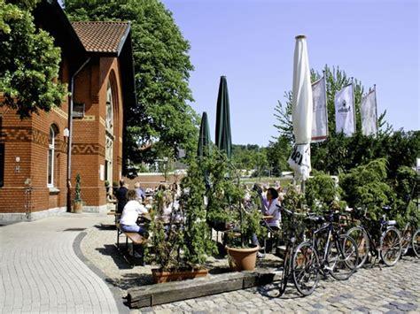 pendelleuchten für sehr hohe räume historischer bahnhof mit biergarten in essen ruhr mieten