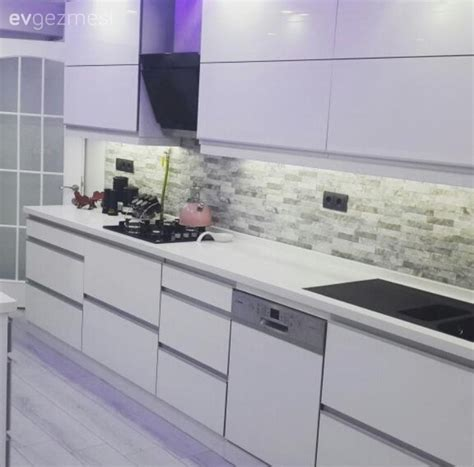 pin beyaz modern mutfak tezgah tasarimi on pinterest beyaz mutfak modern mutfak mutfak tezgah arası seramik