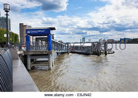 thames clipper putney to canary wharf thames clippers canary wharf riverside london e14